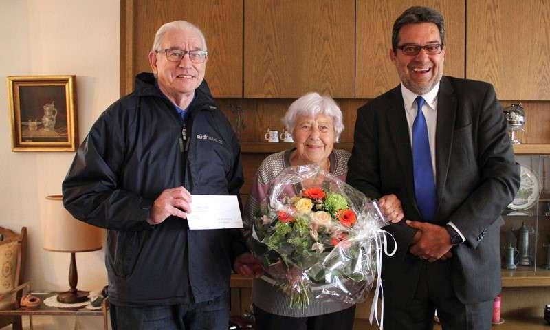 Hede Zitterell gewinnt Südmail-Blumenstrauß