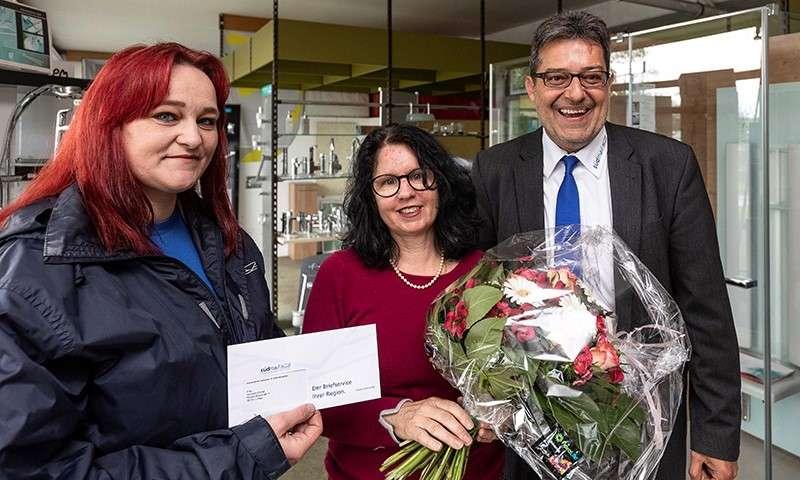 Cornelia Demirel gewinnt Südmail-Blumenstrauß