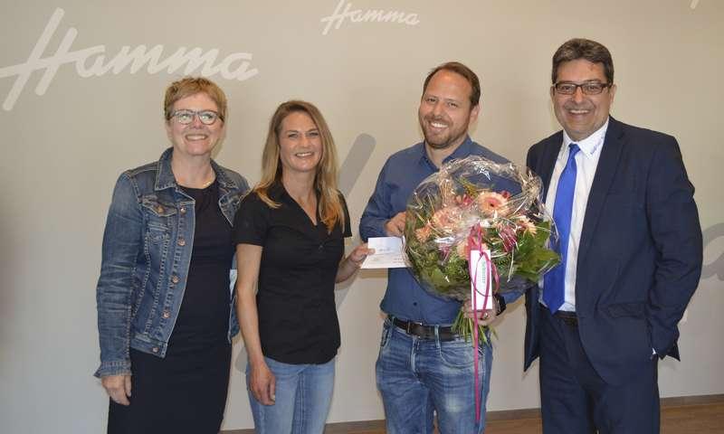 Brigitte Pfaff gewinnt südmail-Blumenstrauß