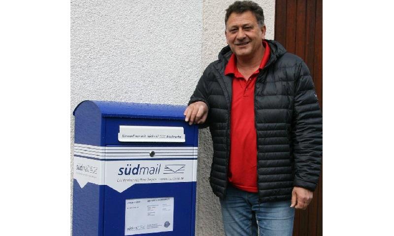 """Neuer Briefkasten für die """"Blaue Post"""""""